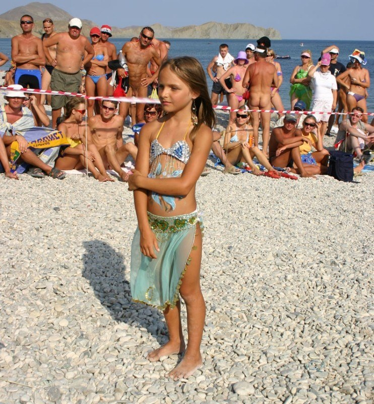 Index of /galleries/nudists_and_nude/nude_beauty_contest